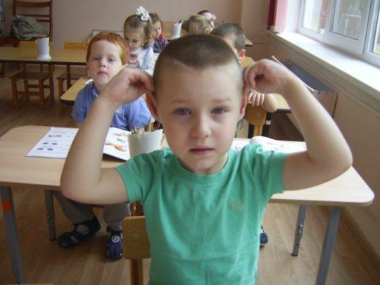 В некоторых детских садах детей обучают массажу ушей как методу самолечению