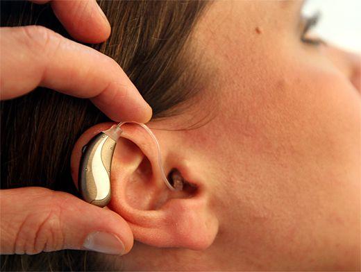 Слуховой аппарат способен скорректировать незначительное снижение слуха