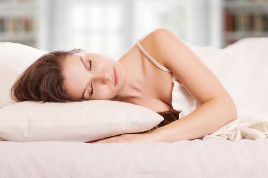 Кровать должна быть удобной, чтобы организм мог полноценно отдохнуть за ночь