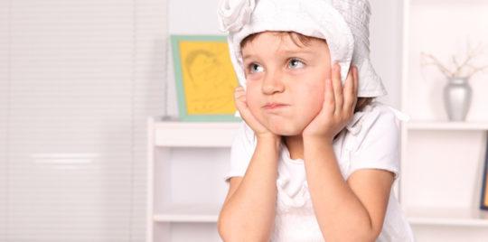 Причины большого количества серы в ушах у ребенка