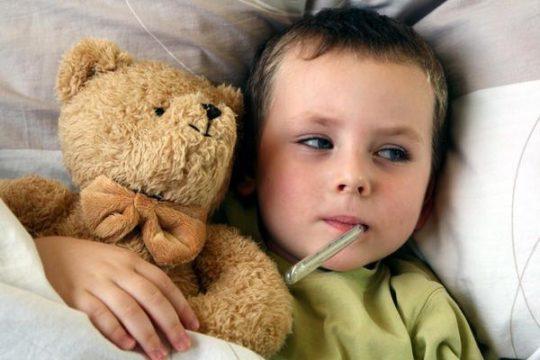 Симптомами воспаления уха являются боль в ушах, заложенность, повышенная температура