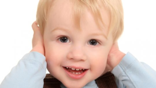 Причины заложенности ушей у детей