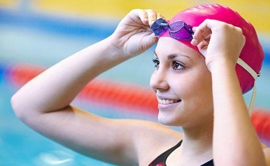 Чтобы уши не закладывало после бассейна, надевайте шапочку для купания