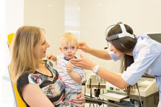 Лечение отита у ребенка должно проводиться под наблюдением врача