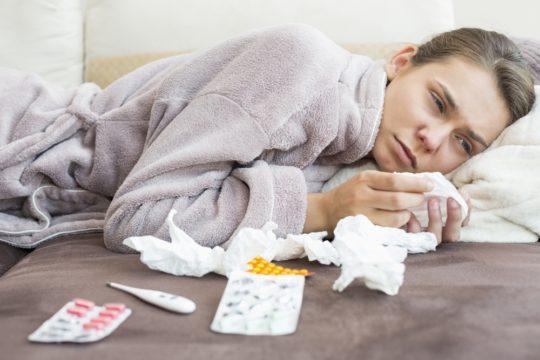 При остром отите самочувствие ухудшается и повышается температура тела