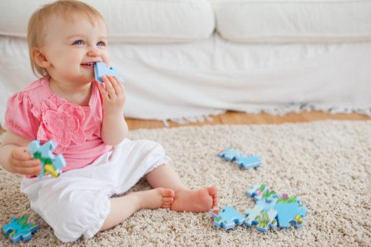 Не давайте играть ребенку мелкие игрушки, чтобы он не повредил ими слуховой проход