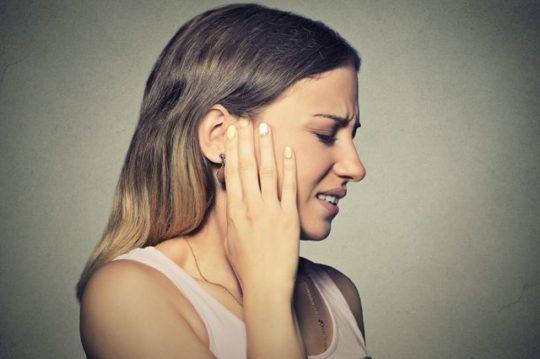 Причину прострелов и ушной боли установит врач