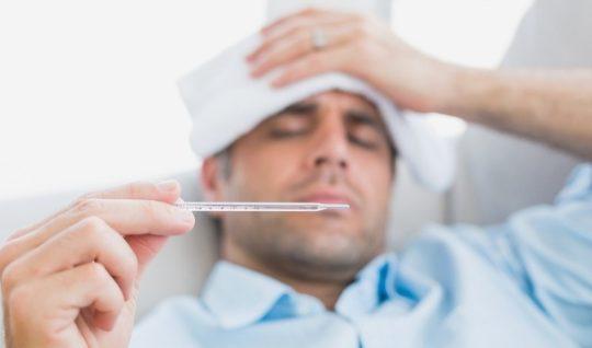 Температура при отите сопровождается усталостью и головной болью