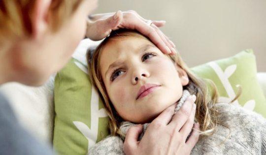 Лимфоузлы могут воспалиться на фоне простуды