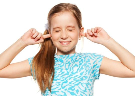 При отомикозе возможно жжение в слуховом проходе