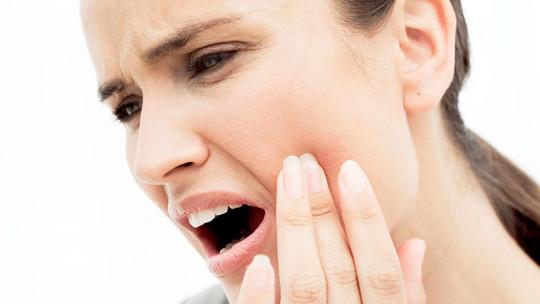 Зубная боль может отдавать в ухо