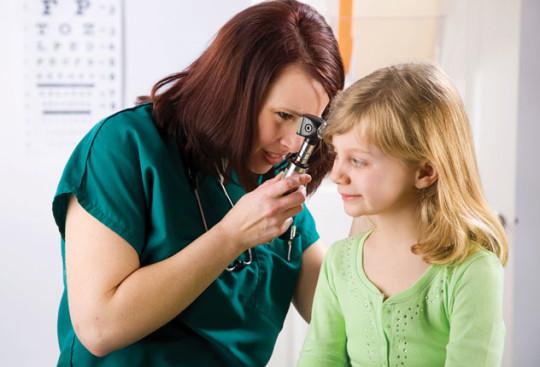 Воспаление уха может сопровождаться отеком